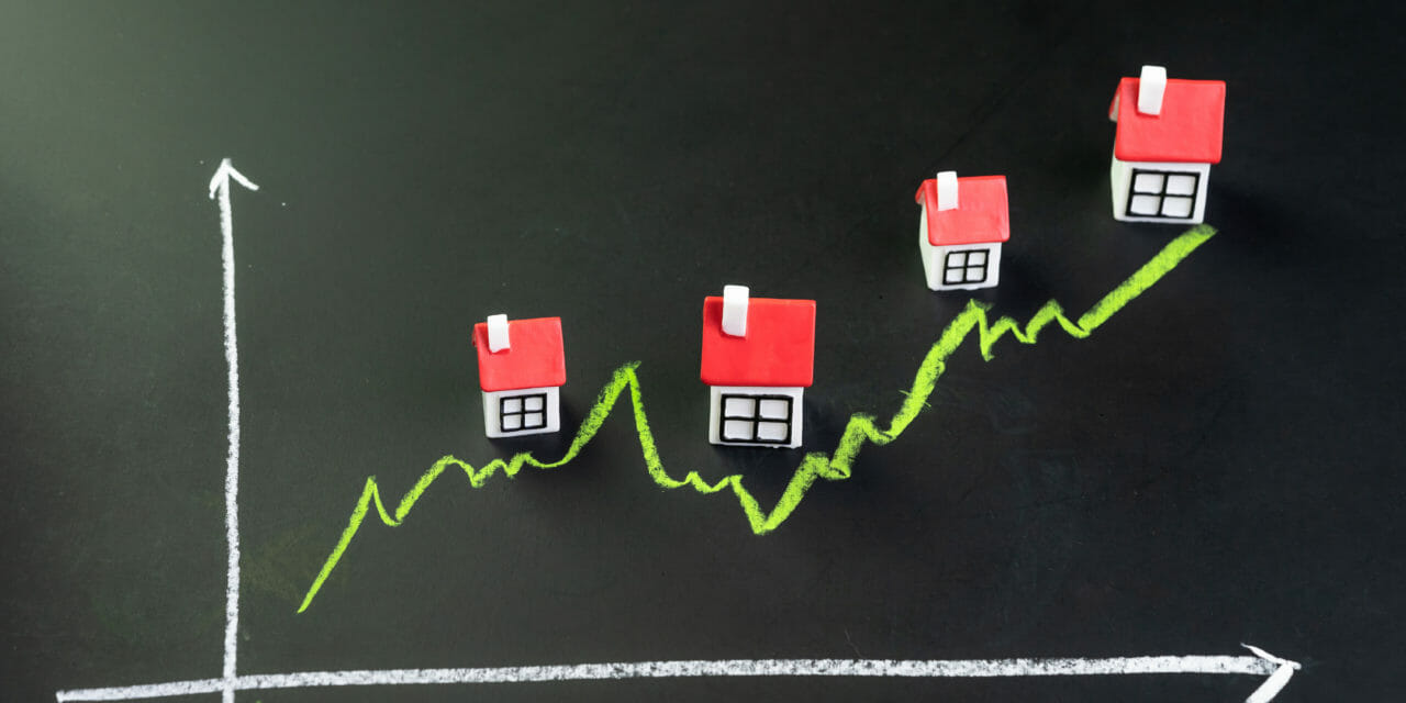 https://hypo14.de/wp-content/uploads/2020/02/Canva-House-property-or-real-estate-market-price-go-up-or-rising-concept-small-miniature-house-with-green-line-graph-going-up-on-black-chalkboard-1280x640.jpg
